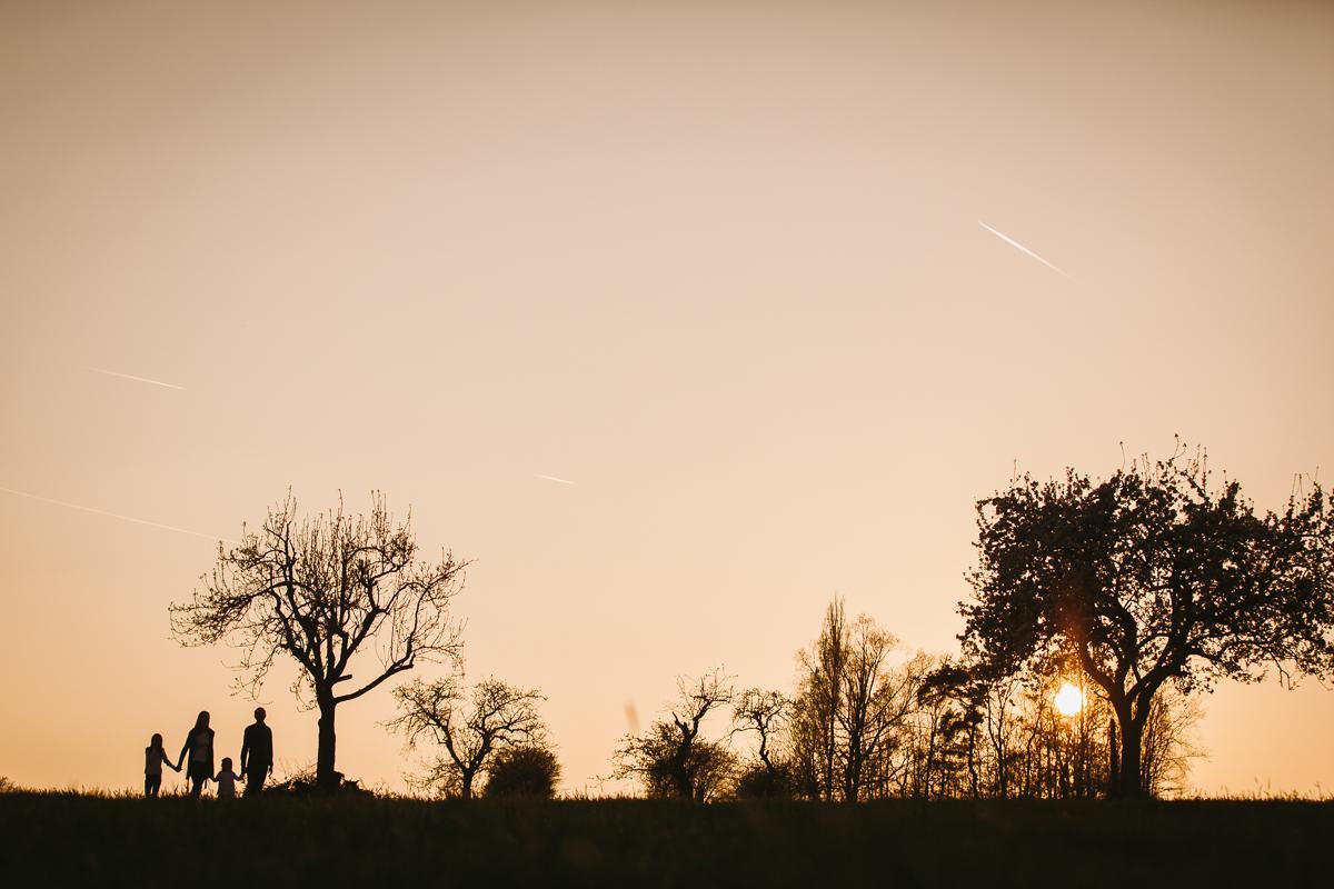 fotograf für familienfotos in bamberg-sonnenuntergang in der natur