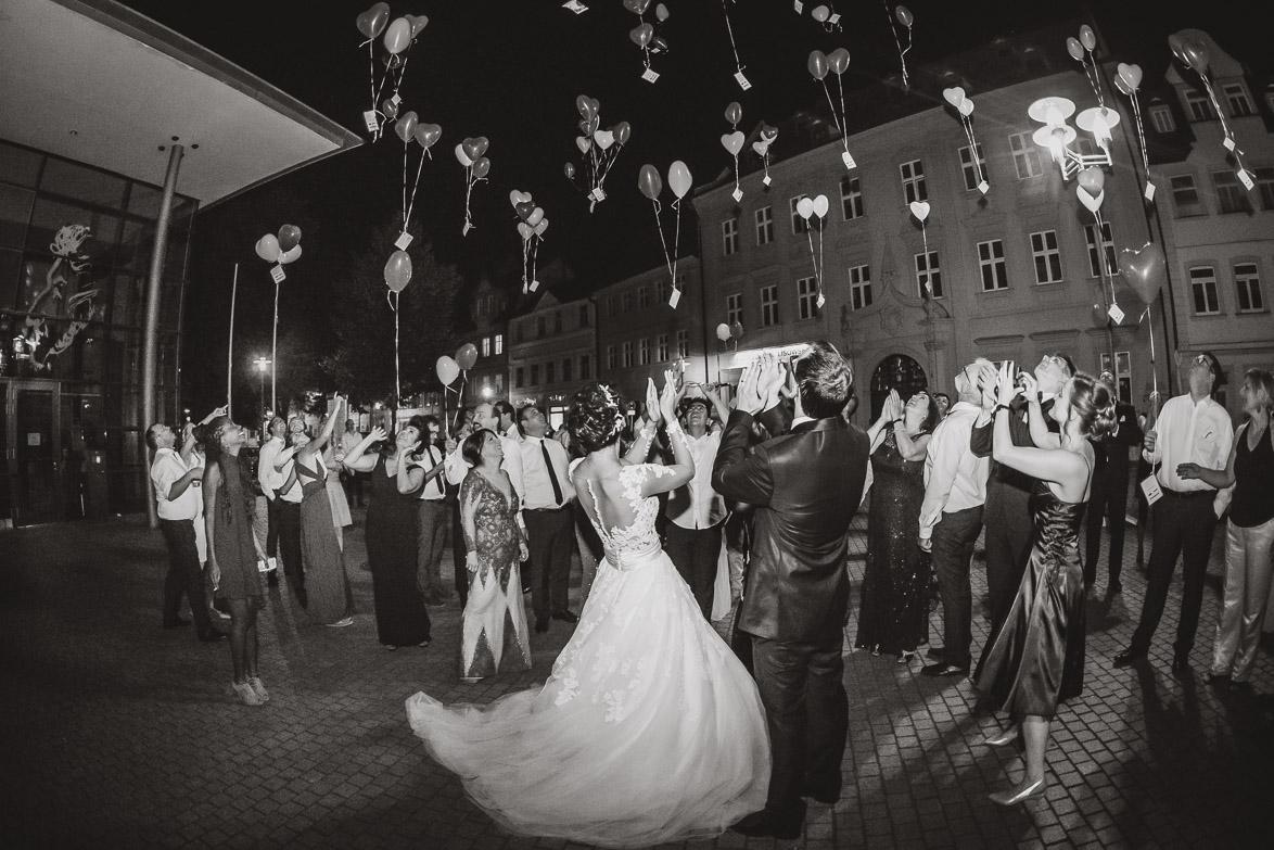 Echte und ungestellte Hochzeitsfotografie