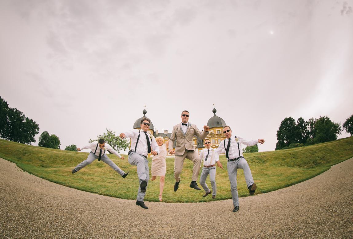 Guter Fotograf für Hochzeit auf Mallorca macht bewegte Gruppenbilder