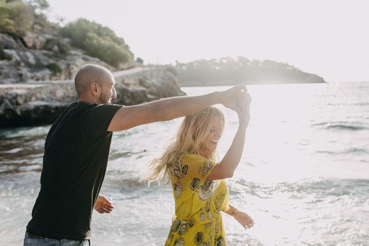 Fotograf Palma - lockere Pärchenfotos am Strand