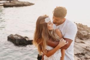 Paar bei Fotoshooting am Strand von Mallorca